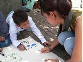Zukünftige Lehrerinnen haben begriffen, dass das Thema Straßenkinder sie angeht.