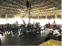 Im Comedor (Speisesaal) des Zentrums werden täglich über 100 Kinder mit Essen versorgt.