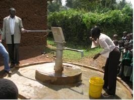 Einweihung des neu gebauten Brunnens im Jahr 2007.