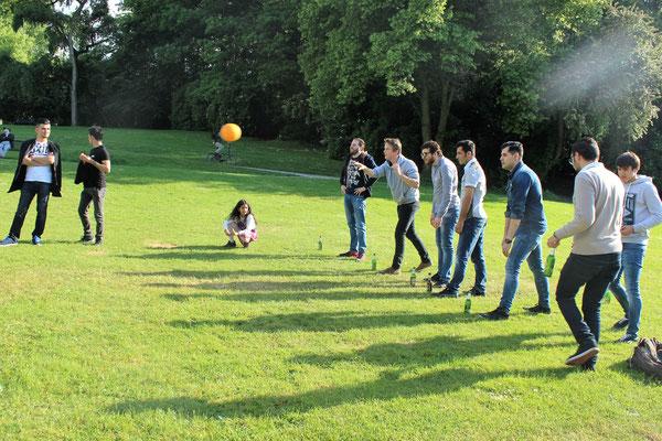 19.05.16 - Frühlingsfest am Aachener Weiher: Grillduft, Slackline, Flunky Ball, Fußball, Live Musik & Sonnenschein