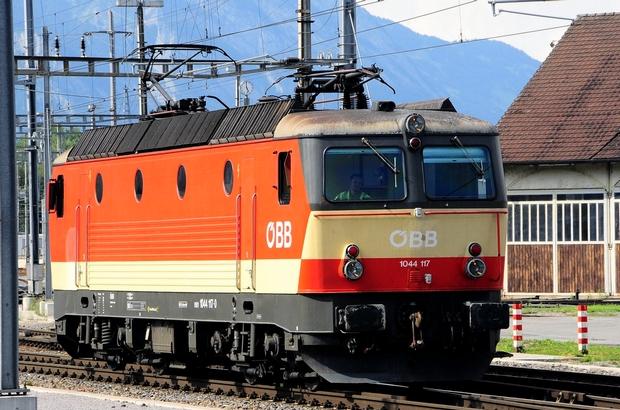 ÖBB 1044 Bahnfoto P.Trippi