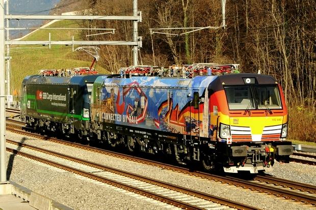 Vectron Siemens MRCE X4E Bahnfoto P.Trippi