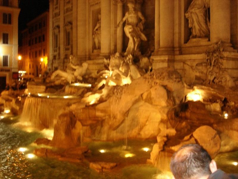 Der Trevi-Brunnen bei Nacht