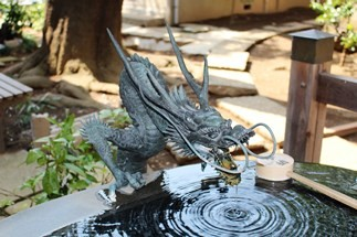 龍の手水鉢