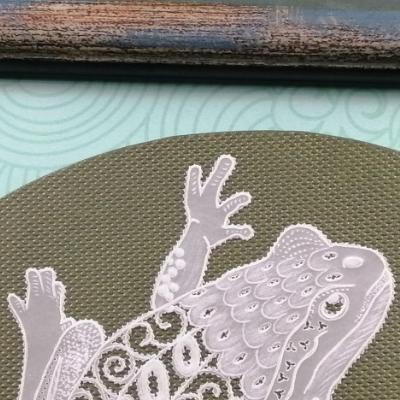 <h2>cadre grenouille en dentelle de papier - détails<h2>