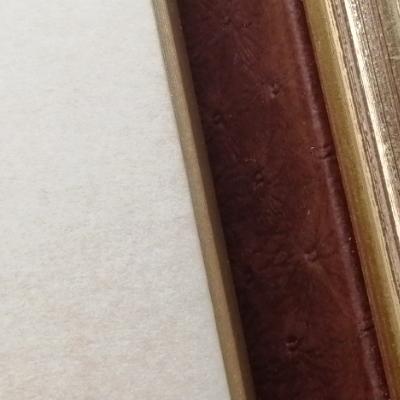 <h2>cadre Aviateurs - détails capitonnage intérieur du livre ouvert<h2>