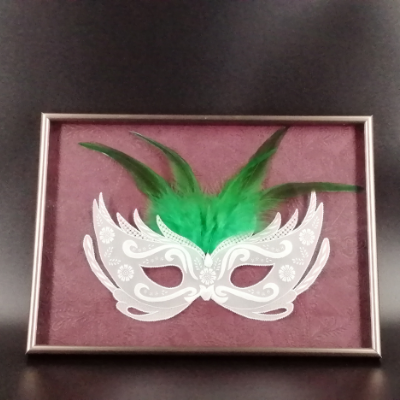 <h2>cadre masque vénitien en dentelle de papier - plumes vertes<h2>