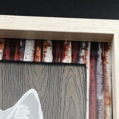 <h2>cadre Loup en dentelle de papier - détails encadrement bois<h2>