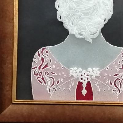 <h2>cadre femme de dos en dentelle de papier - détails robe<h2>