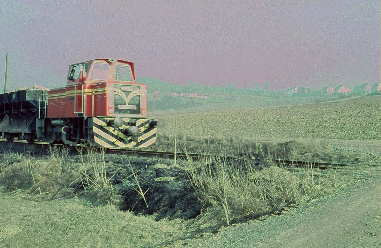 """Kurz vor der Stilllegung, Lok 19 unterhalb Schadeck am Feldwegübergang """"Kieseler Weg"""""""