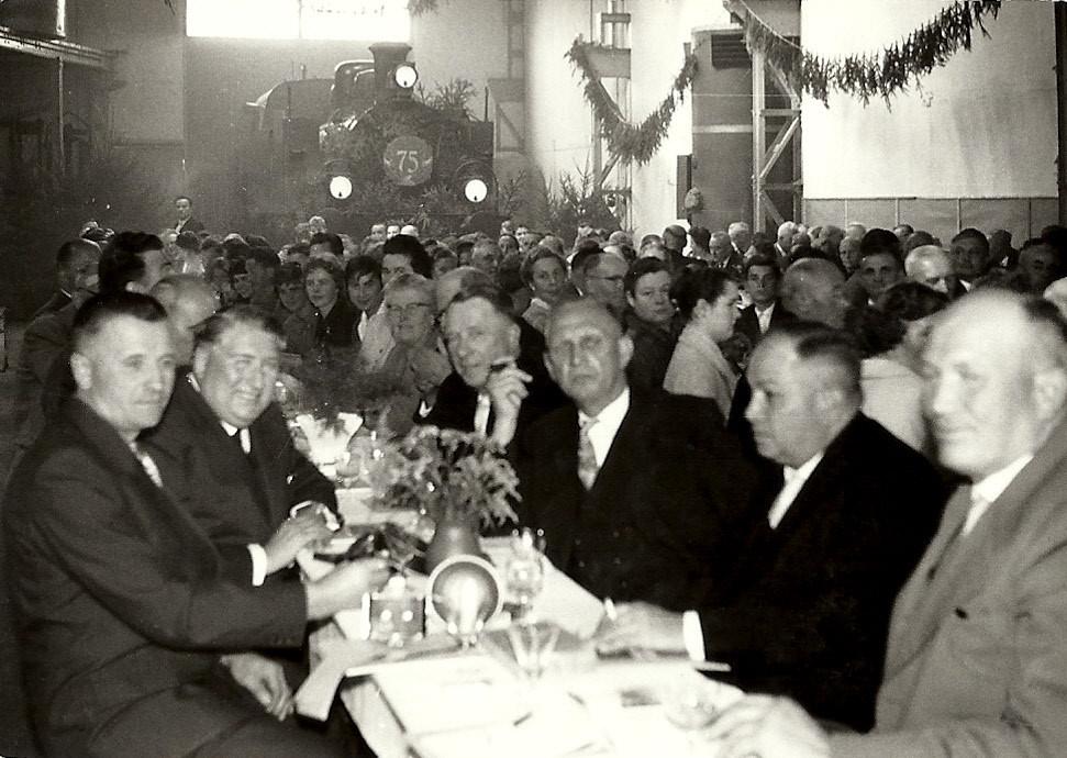 Die Ehrengäste, darunter Otto Mannes Bürgermeister Schadeck und Fa Egenolf Dehrn