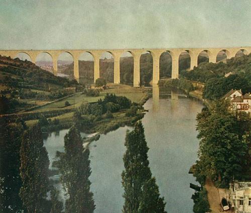 1939,  Die Brücke ist fertig und die Anschlussbahn wird zurückgebaut