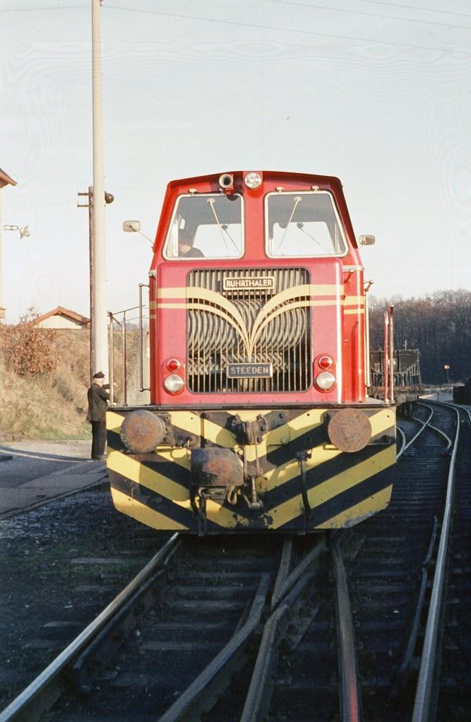 Regelspurlok 18 rangiert in Kerkerbach