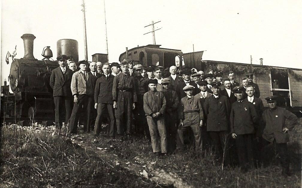 1933 Tag der Arbeit, die Belegschaft vor Lok 12 oder 13