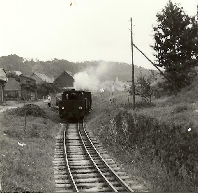Einfahrt in den Bahnhof Steeden