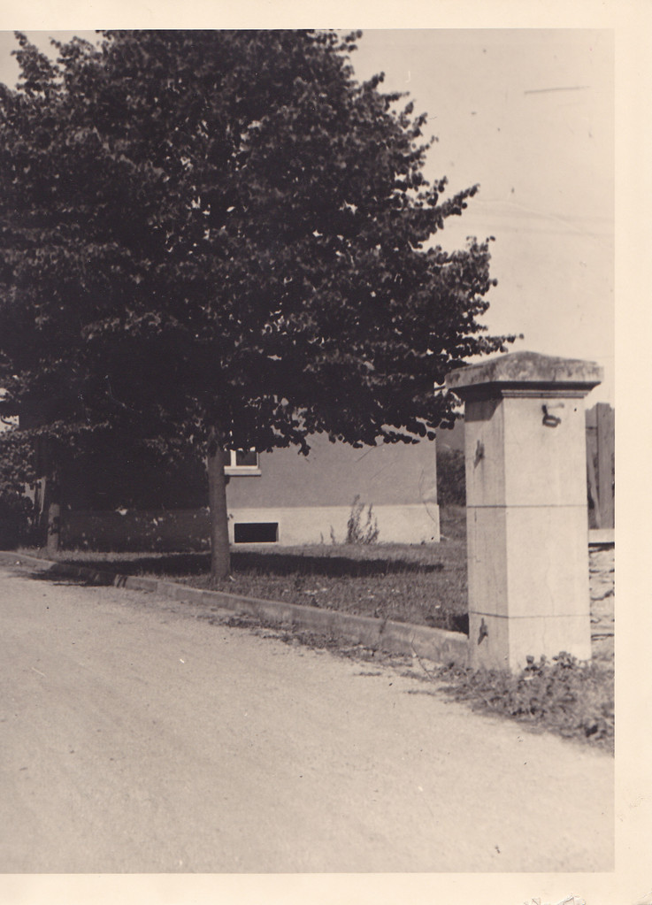 Die Einfahrt zu den Nassauischen Terazzo Werken  -  NTW