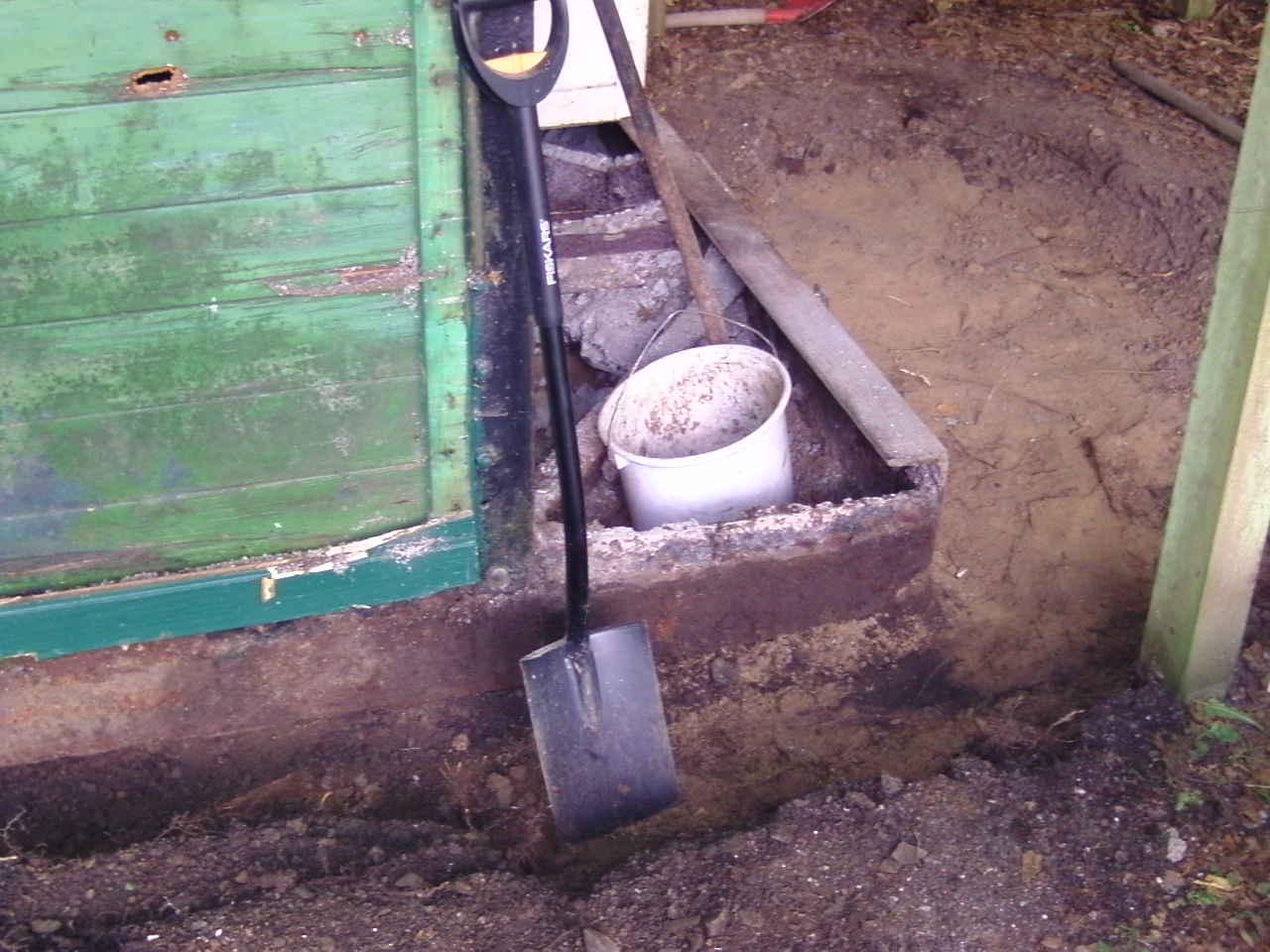 Die Bremserbühne war einbetoniert, der Beton musste mühsam entfernt werden