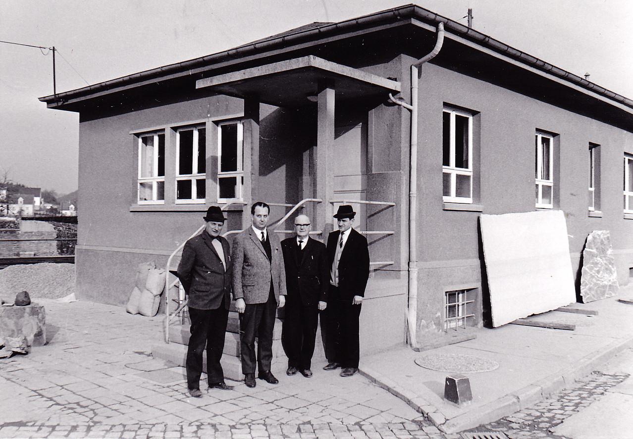 Vor dem NTW Büro