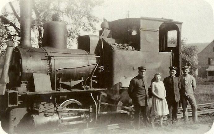 """Lok 3 """"Dachs"""" mit Minni Nattmann in der Mitte 1930"""