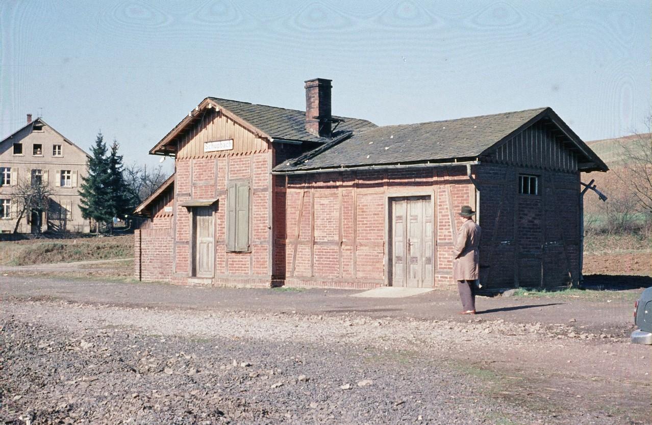 Schupbach ohne Gleise 1961 davor steht Direktor Kuhn