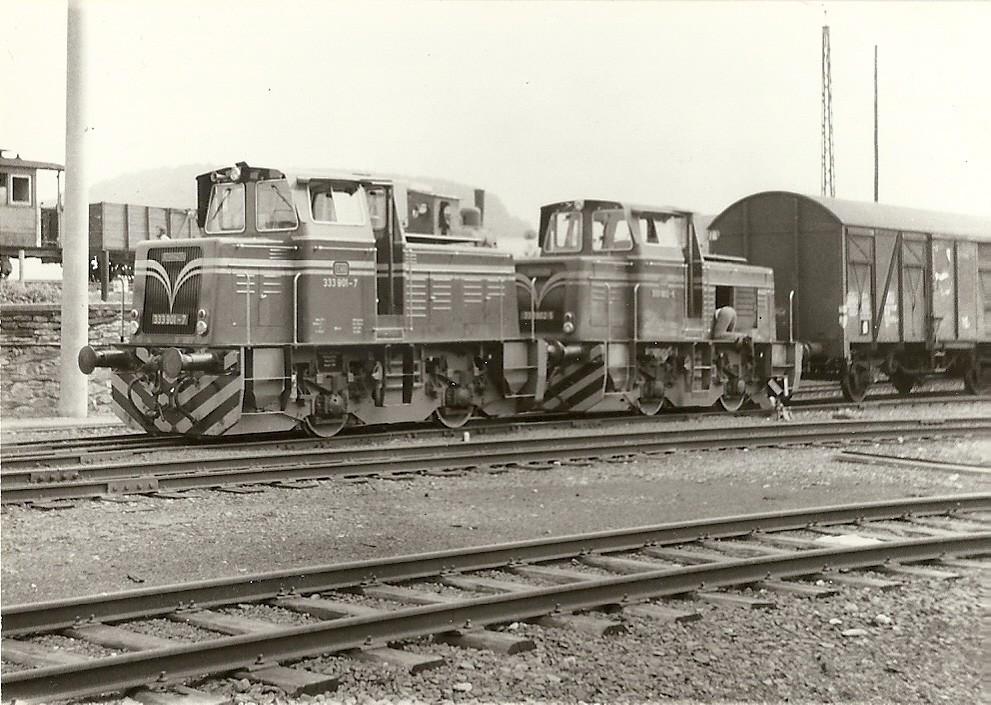 Lok 18 mit 19 333 901-7 und 333 902-5 zusammen für die Abfahrt Richtung Limburg in Kerkerbach