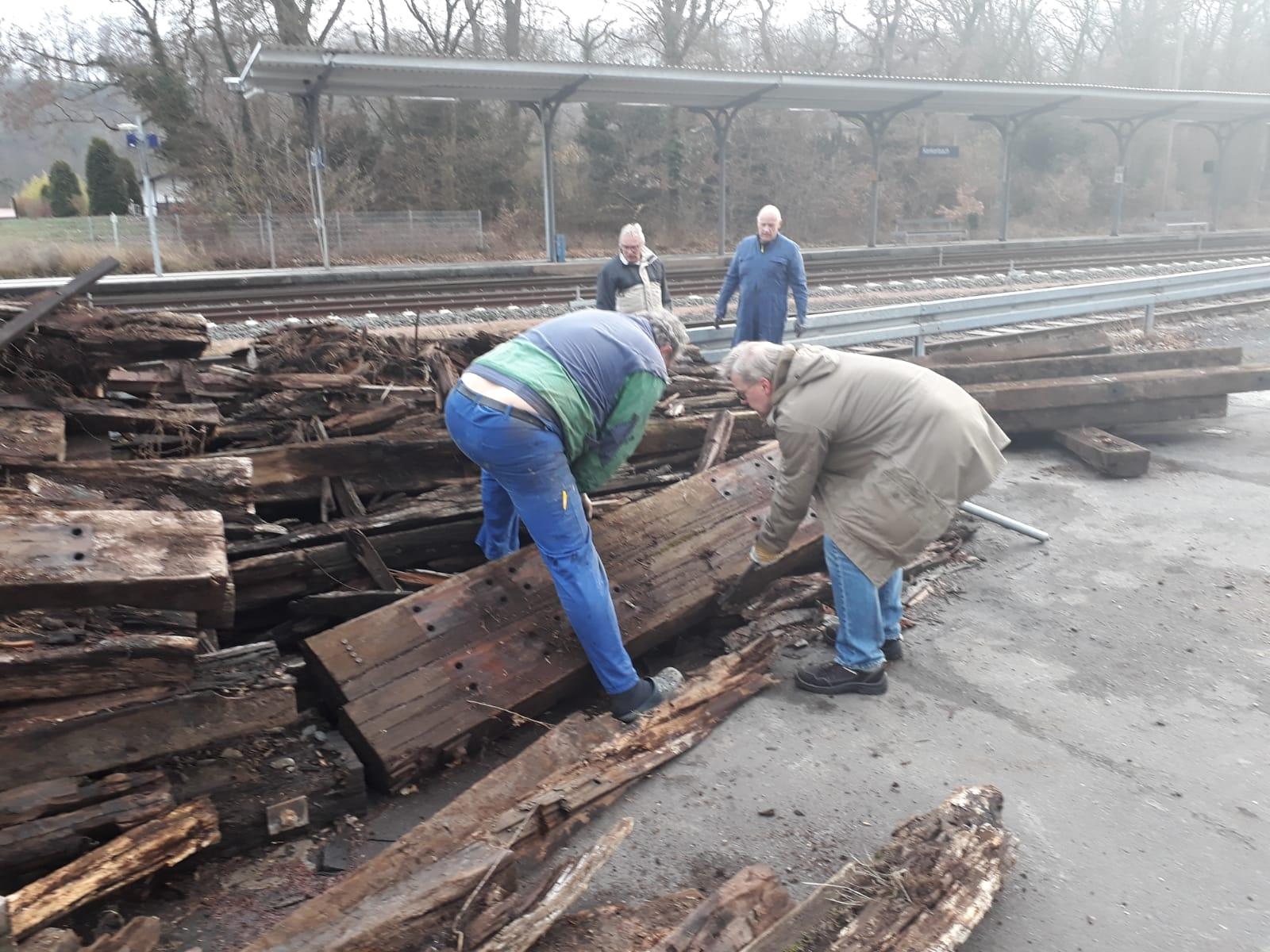 März 2019, eine Bahn- Baustelle am Bahnhof Kerkerbach lies gebrauchte Schwellen frei werden