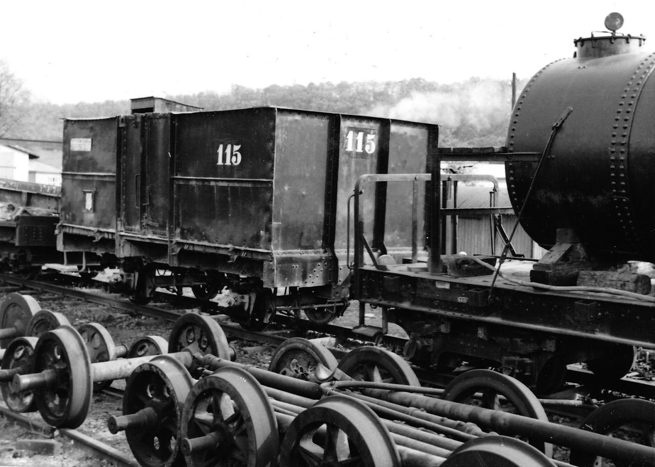 Offener Güterwagen, hohe eiserne Bordwände, 2achsig, Eigengew.9t, Zuladung 15t