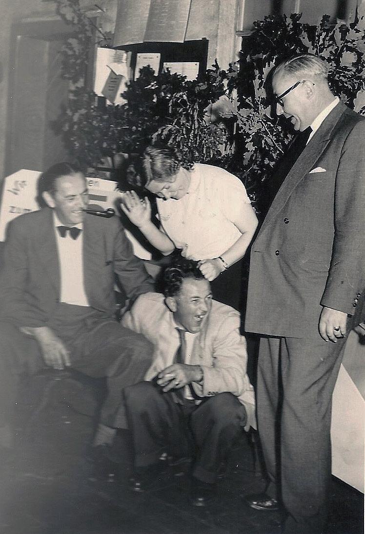 l: Franz K. Grund, unten: Rudi Noll, oben: unbekannt, rechts: Direktor Kuhn im Jahre 1954