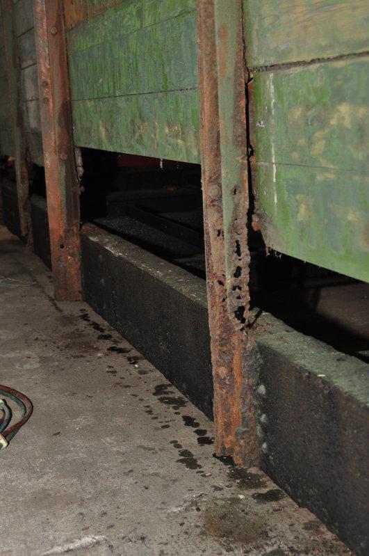 Die unteren Holzbretter waren verfault und mußten raus