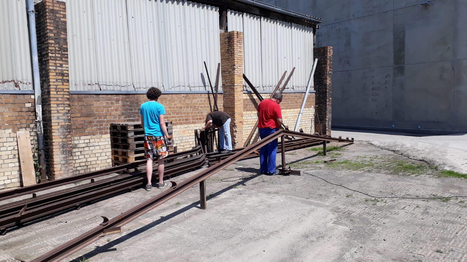 Mit etwa 30 Kg pro Meter entsprechen sie der Schienen- Form 8