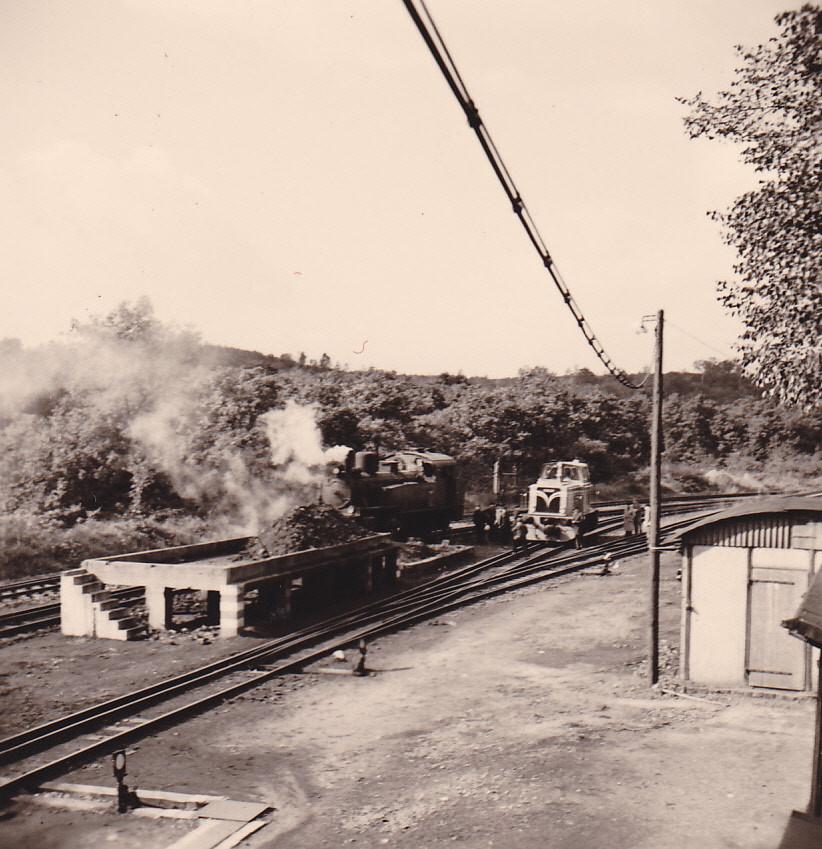 1958 , die Ablösung ist schon da,  Lok 17 und die frisch ausgelieferte Diesellok 18