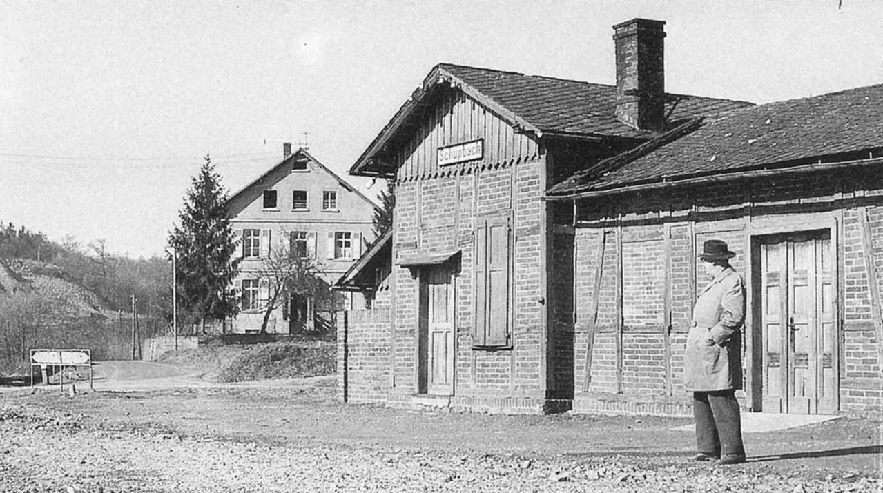 Der Bahnhof ohne Gleise im Jahre 1961                                        Foto Musik
