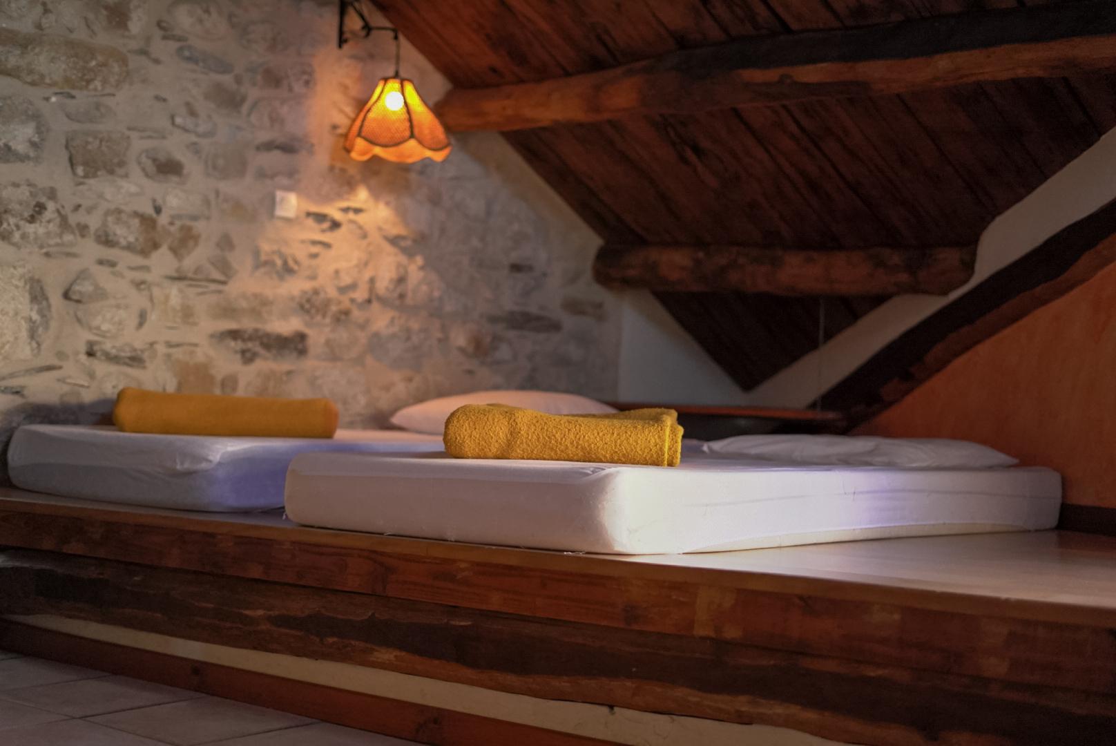 Chambre n°3 : 2 lits x 90 côte à côte