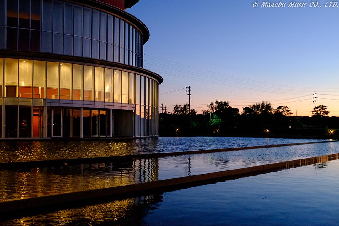 愛知県、武豊町民会館「ゆめたろうプラザ」の夕景 X100T
