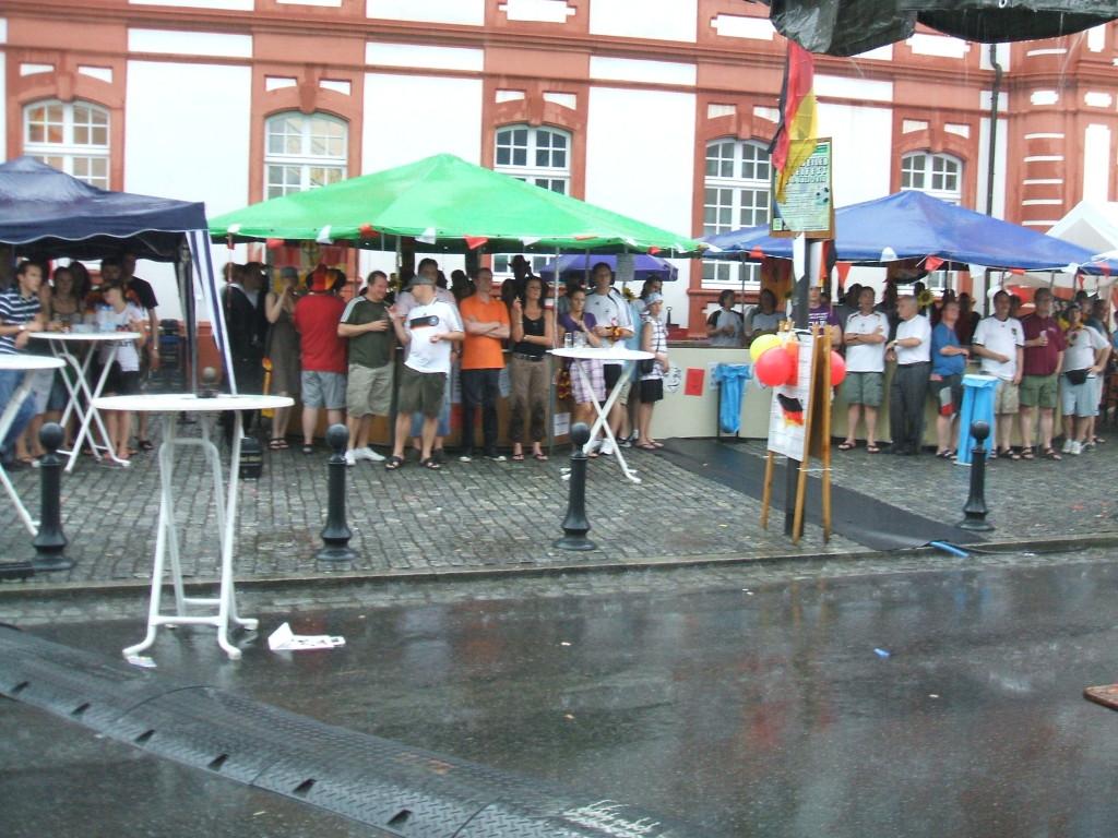 Public Viewing im Regen