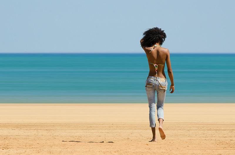 """<span style=""""color:#666666!important;""""> Martine à la plage  -  ©  -  2015 </span>"""