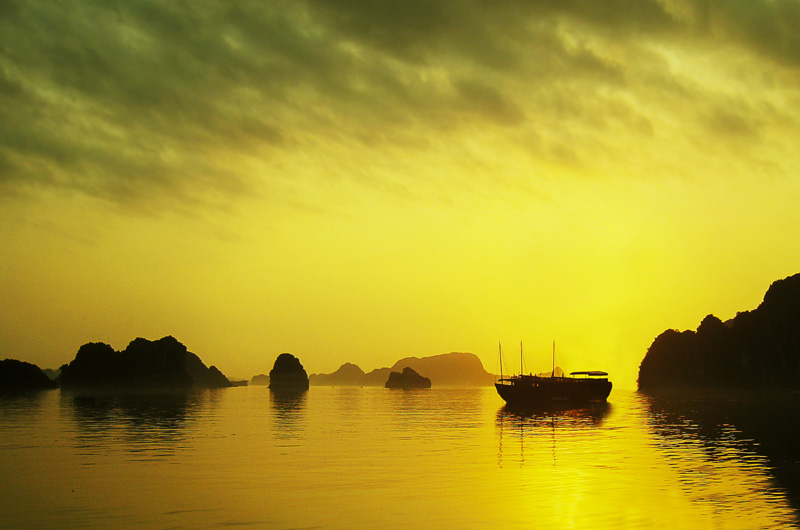 """<span style=""""color:#666666!important;""""> Good Morning Halong!  -  ©  -  2009 </span>"""