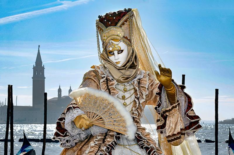 """<span style=""""color:#666666!important;""""> Carnaval de Venise 1  -  ©  -  2012 </span>"""