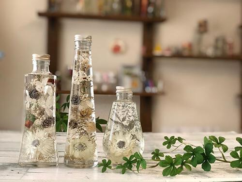 ここ数年、注目されているアイテム・ハーバリウム。老舗花店の技術を受け継いだハーバリウムとボタニカル雑貨に触れられるアトリエが苦楽園にあります。