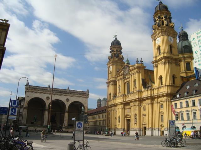 Odeons Square