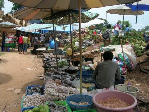 En el mercado frontera con Laos