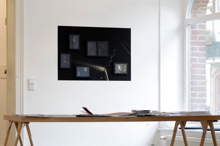 Ausstellungsansicht mit Büchertisch, 2016, Aff Galerie, Berlin