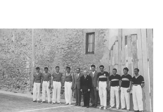 Il giovane Onorevole Manfredo Manfredi nelle foto ufficiali prepartita