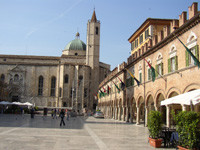 Die Piazza del Popolo, einer der schönsten Plätze Mittelitaliens