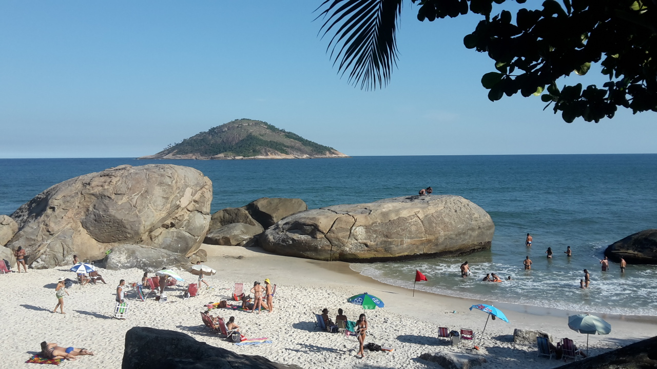 Début de la plage de Grumari