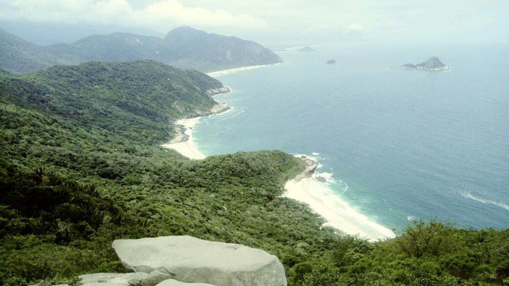 Vue depuis la Pedra do Telegrafo sur les plages secrètes