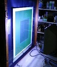 紫外線を当てているところ(露光)