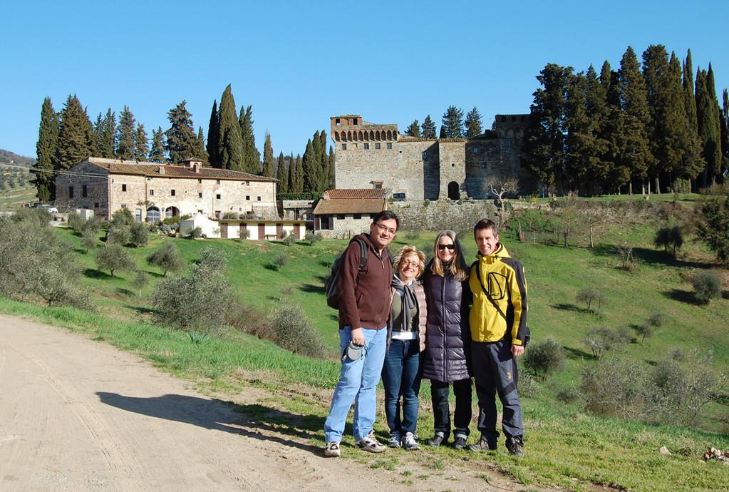 Wandern durch Olivenhaine und Weingärten rund um das Castello del Trebbio