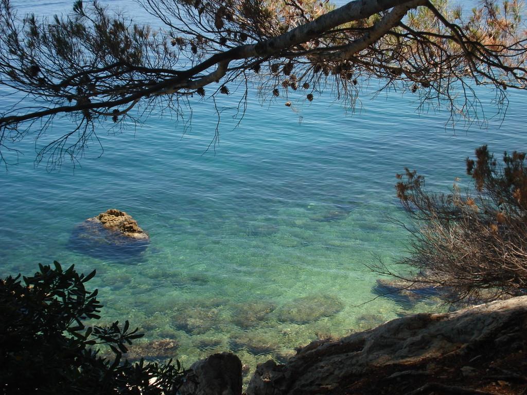 tiefblaues Meer - kristallklares Wasser