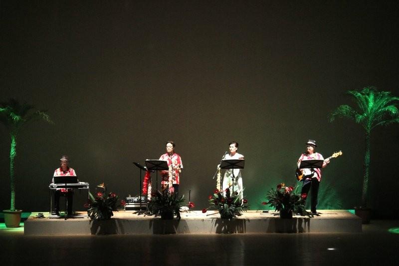 第2・第4ステージの伴奏を全曲担当!つくばアロハサウンズの皆さん。